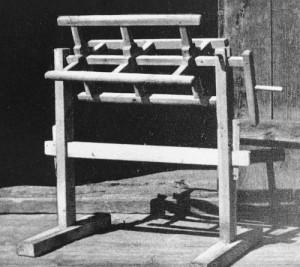 Keha- selle pealt jookseb lõng käärpuule. (Foto raamatust Kudumid K.Konsin 1979)