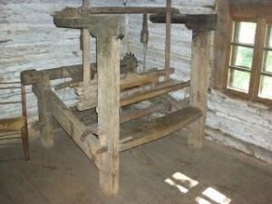 Lihtteljed, maateljed  sammaskontruktsiooniga, niiekedradega, labase kanga või vaipade kudumiseks, kahe küünra laiused, kasutusel 19. saj.